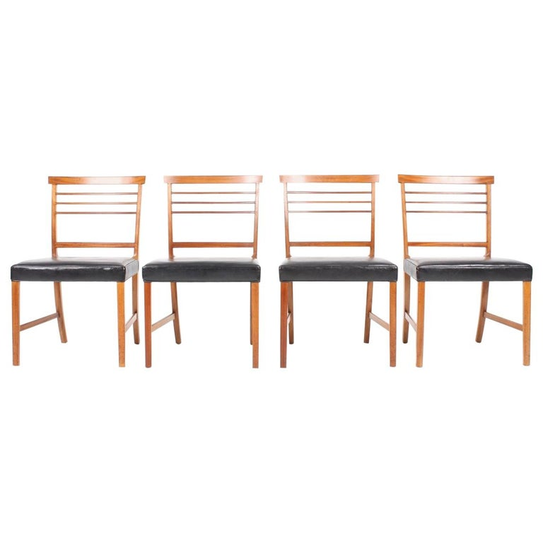 Set of Four Classic Side chairs by Ole Wanscher For Sale