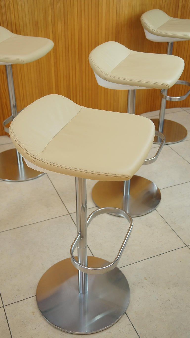 Set Of Four Cream Leather Walter Knoll Turtle Bar Counter Stools