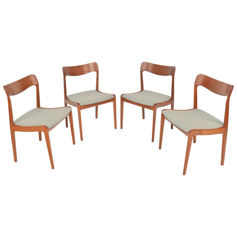Set of Four Danish Modern Dining Chairs in Teak For Sale