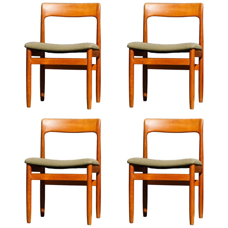 Set of Four Danish Modern Teak Dining Side Chairs in the Style of Niels Møller  For Sale