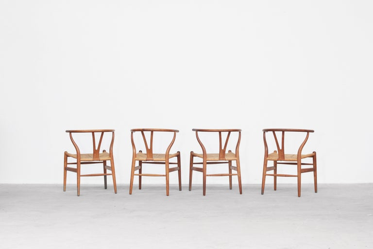 Set of Four Danish Wishbone Chairs CH 24 by Hans J. Wegner for Carl Hansen Oak In Good Condition For Sale In Berlin, DE