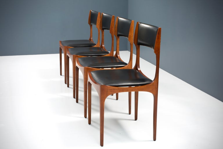 Set of Four Dining Chairs in Oak and Faux Leather by Giuseppe Gibelli, 1962 In Excellent Condition For Sale In Amsterdam, NL