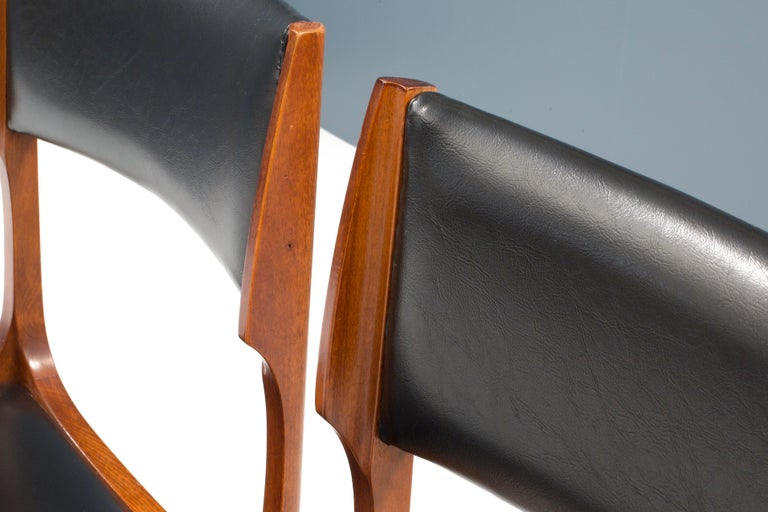Set of Four Dining Chairs in Oak and Faux Leather by Giuseppe Gibelli, 1962 For Sale 3