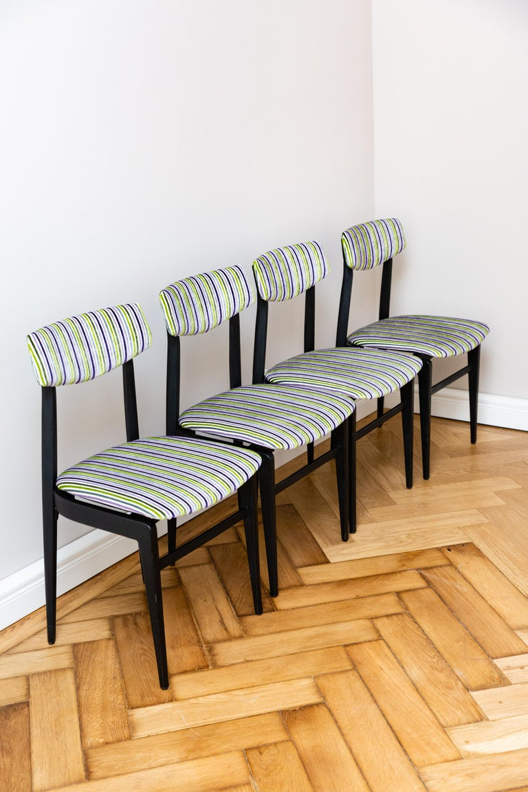 Italian Set of Four Dinning Chairs, Italy circa 1960 In Good Condition For Sale In Munich, DE