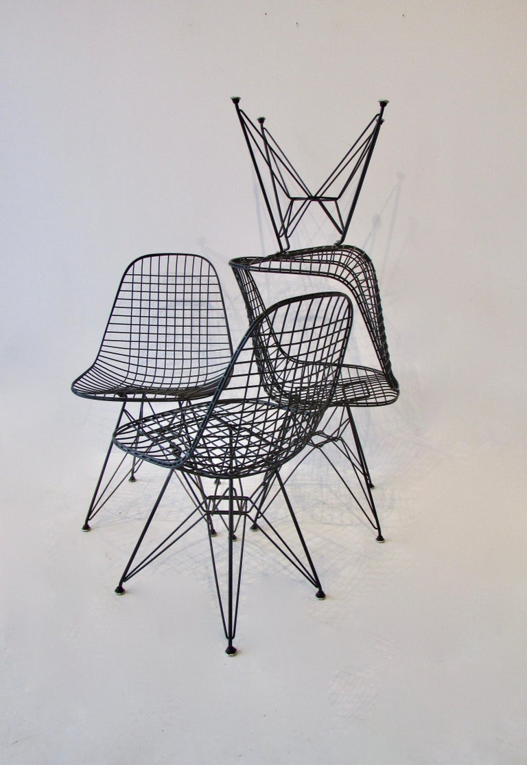 Set of Four Eames for Herman Miller Black DKR Wire Chairs on Eiffel Bases For Sale 3