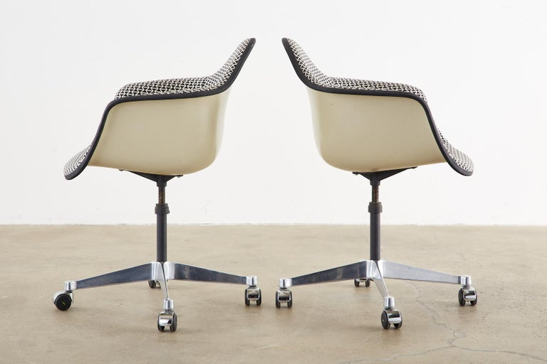Set of Four Eames for Herman Miller Swivel Shell Chairs  For Sale 2