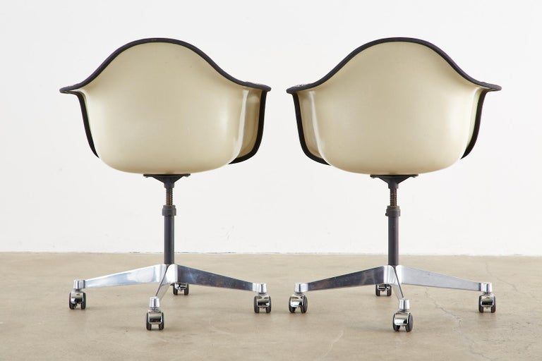 Set of Four Eames for Herman Miller Swivel Shell Chairs  For Sale 12
