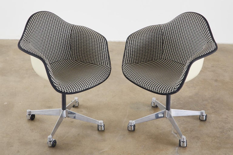 20th Century Set of Four Eames for Herman Miller Swivel Shell Chairs  For Sale