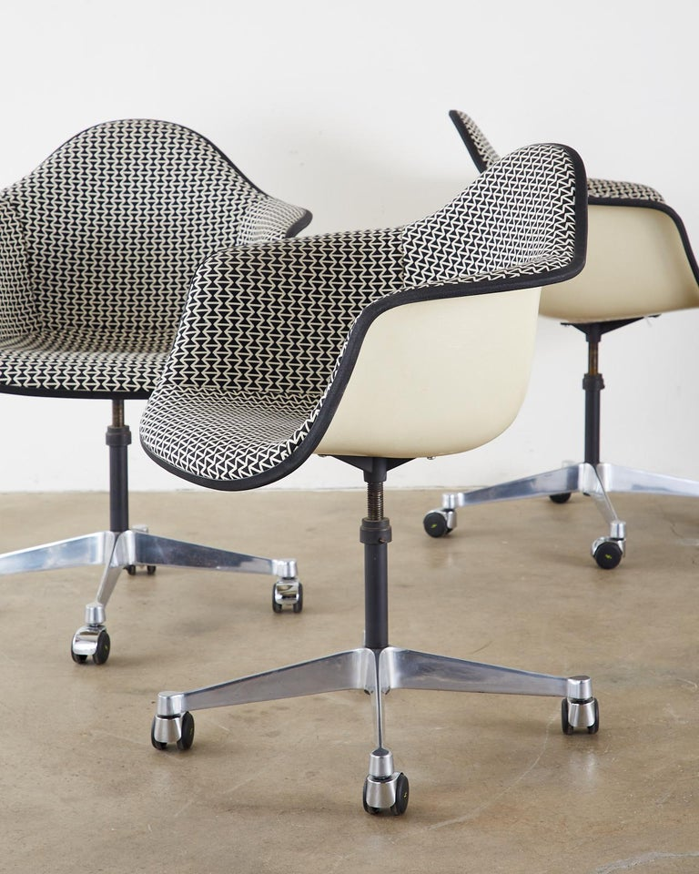 Steel Set of Four Eames for Herman Miller Swivel Shell Chairs  For Sale