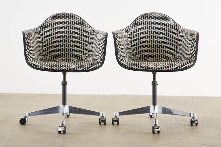Set of Four Eames for Herman Miller Swivel Shell Chairs  For Sale 1