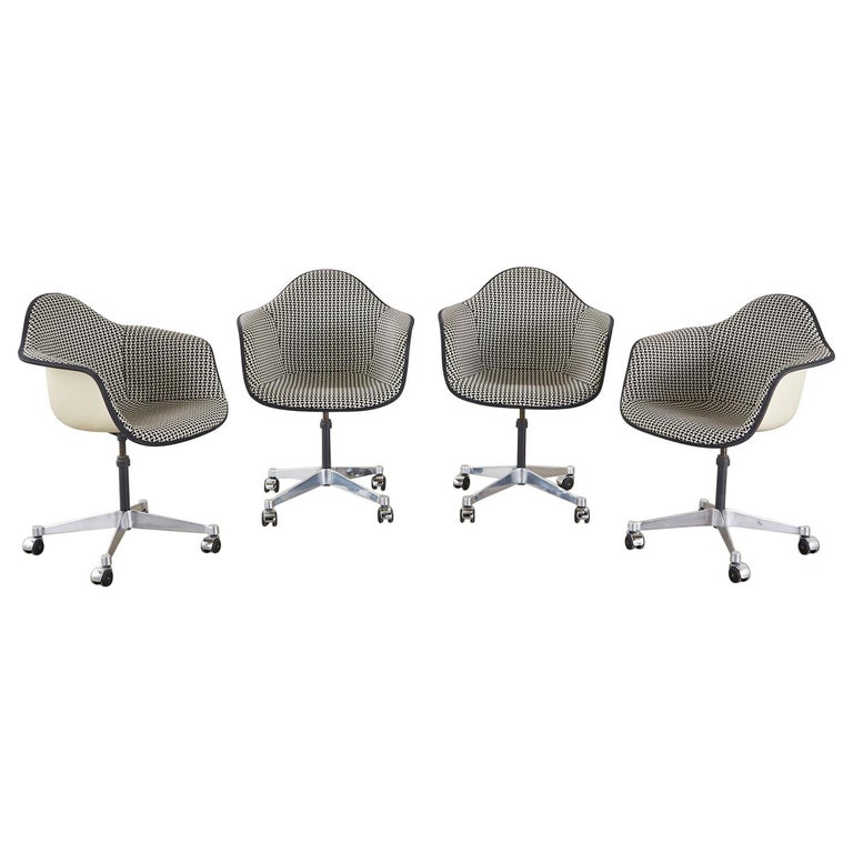 Set of Four Eames for Herman Miller Swivel Shell Chairs  For Sale