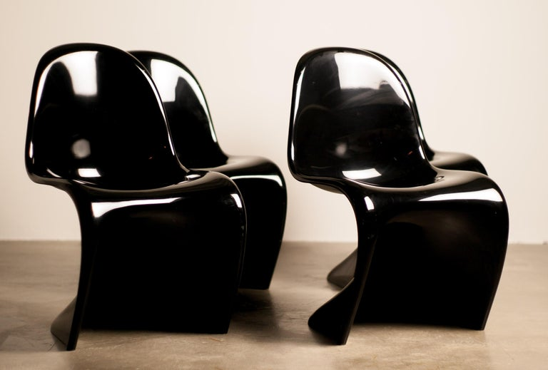 Mid-Century Modern Set of Four Early Black Panton Chairs For Sale