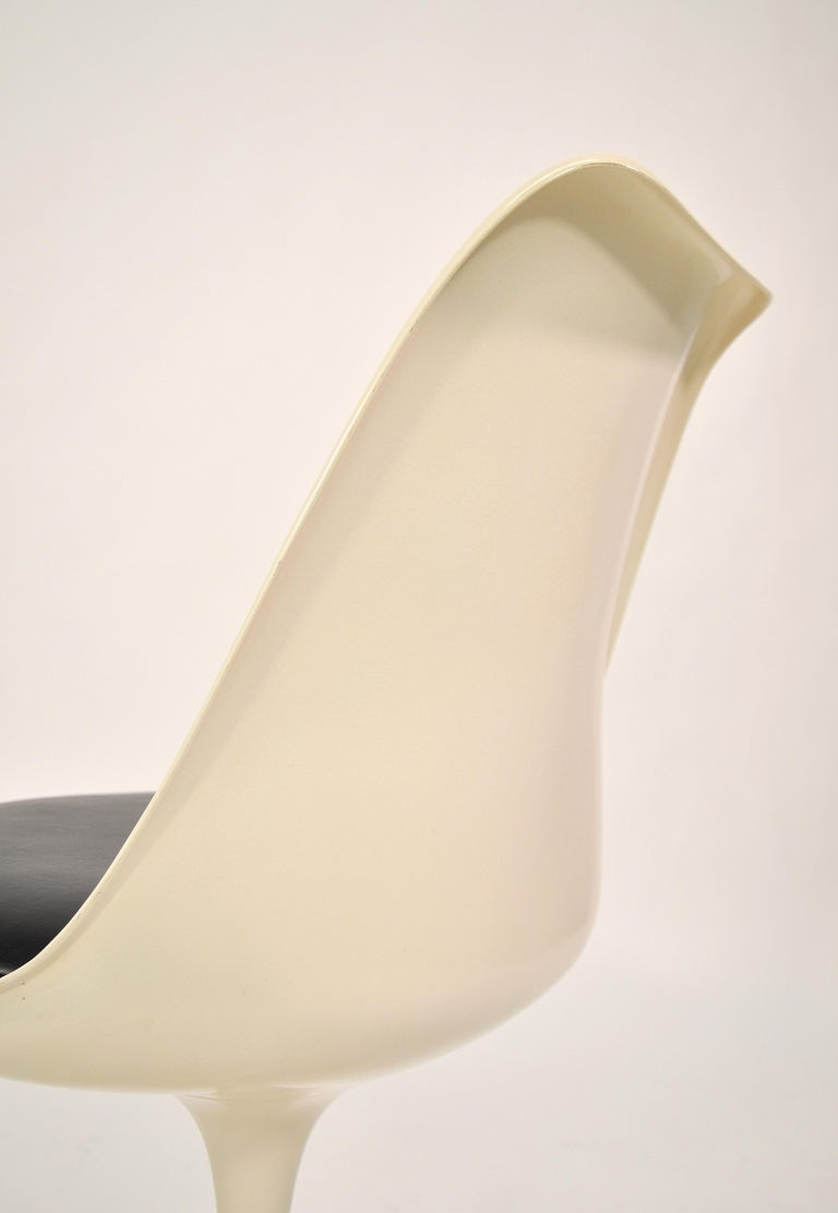 Set of Four Eero Saarinen for Knoll Tulip Armless Dining Chairs 3