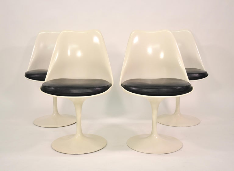 Set of Four Eero Saarinen for Knoll Tulip Armless Dining Chairs 9
