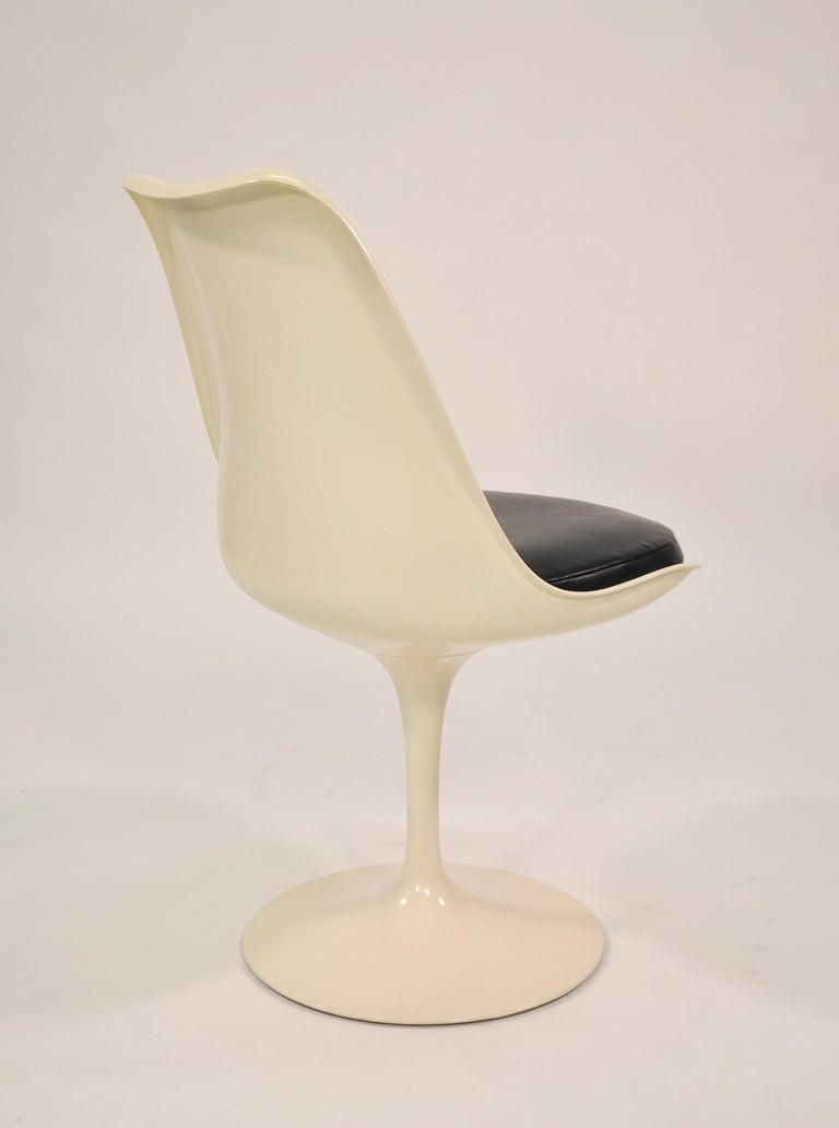 Mid-20th Century Set of Four Eero Saarinen for Knoll Tulip Armless Dining Chairs