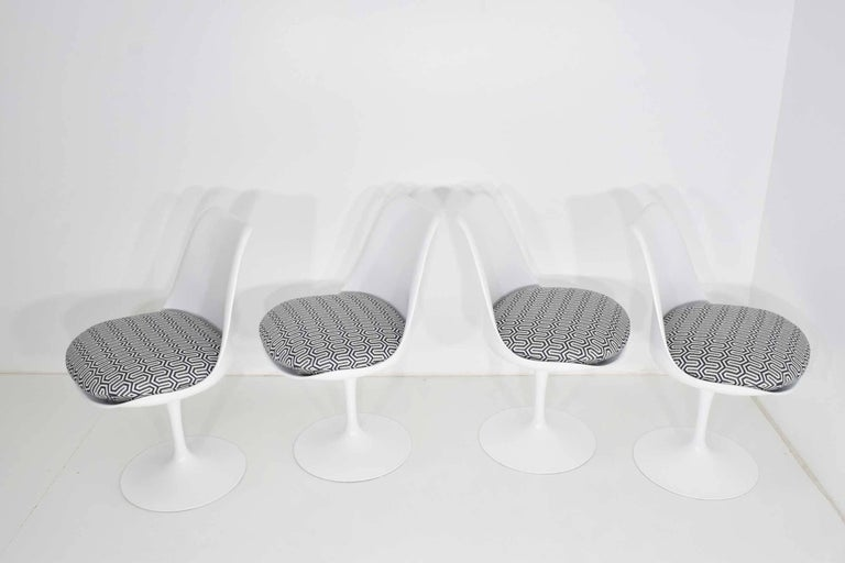 American Set of Four Eero Saarinen Tulip Chairs by Knoll For Sale