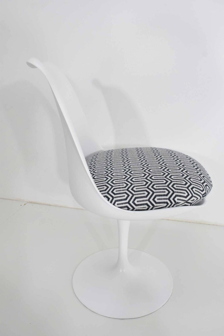20th Century Set of Four Eero Saarinen Tulip Chairs by Knoll For Sale