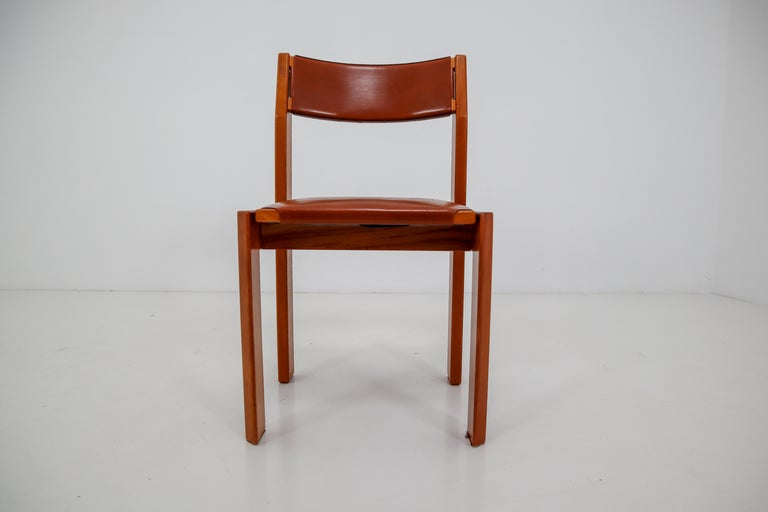 Set of Four Elm Wood and Leather Dining Chairs in the Style of Pierre Chapo In Good Condition For Sale In Almelo, NL