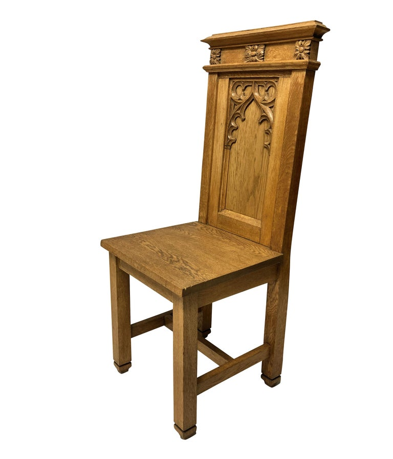 Set of Four English Oak Gothic Hall Chairs In Good Condition In London, GB