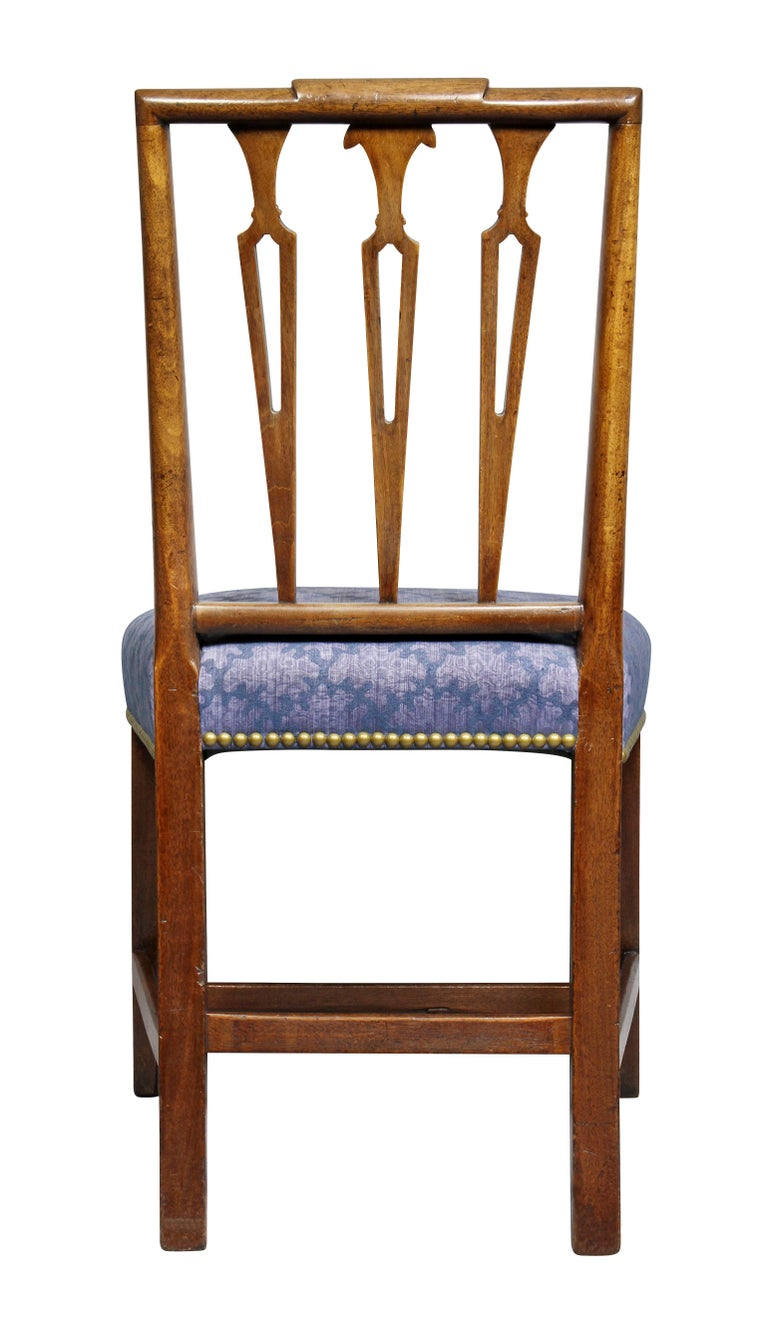 Set of Four Federal Mahogany Side Chairs For Sale 4