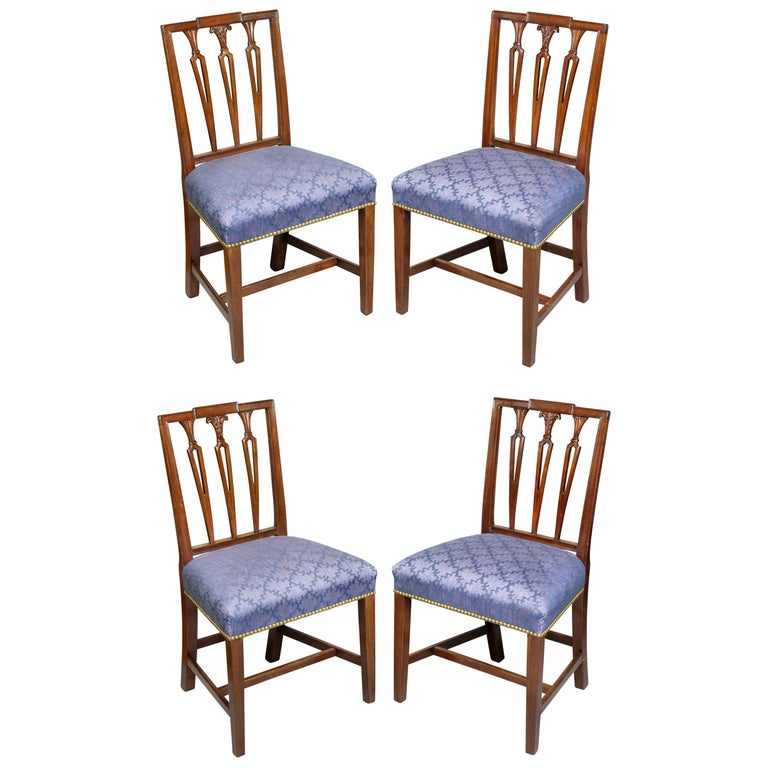Set of Four Federal Mahogany Side Chairs For Sale