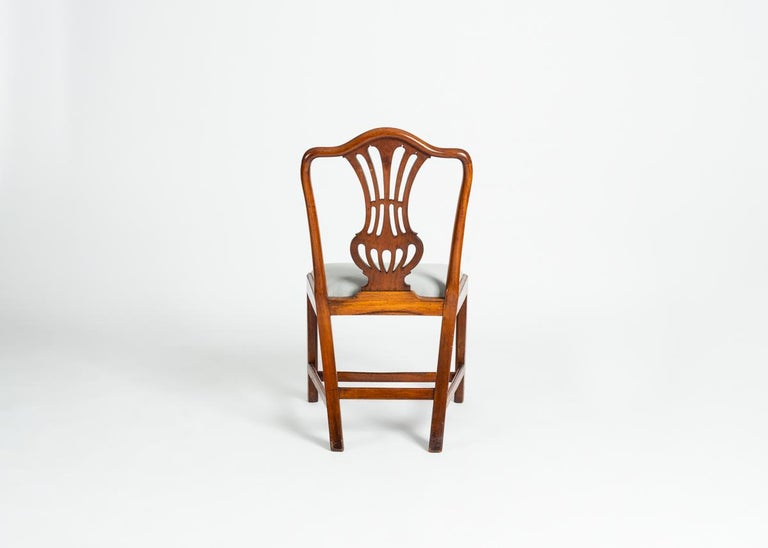 Set of Four George III Dining Chairs, England, Circa 1765-1800 In Good Condition For Sale In New York, NY