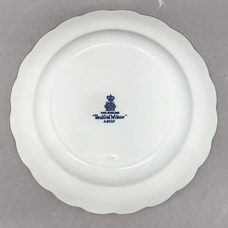 Set of Four Gilded Blue and White Chinoiserie Dessert Plates For Sale 2