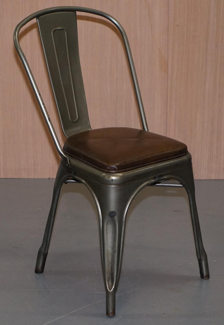 Set of Four Gun Metal Grey Stacking Chairs Tolix V2 with Upholstered Seat Pad For Sale 9