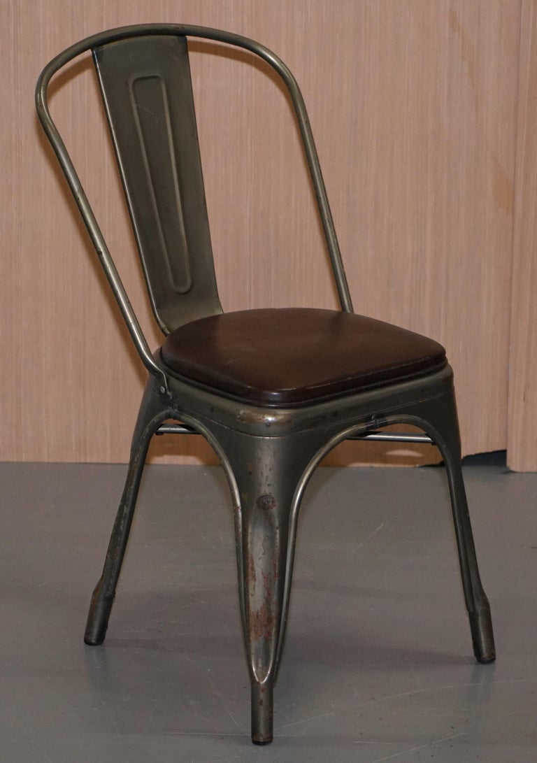 Set of Four Gun Metal Grey Stacking Chairs Tolix V2 with Upholstered Seat Pad For Sale 11