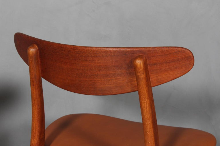 Set of Four Hans J. Wegner Dining Chairs Model CH-30 in Teak and Oak For Sale 1