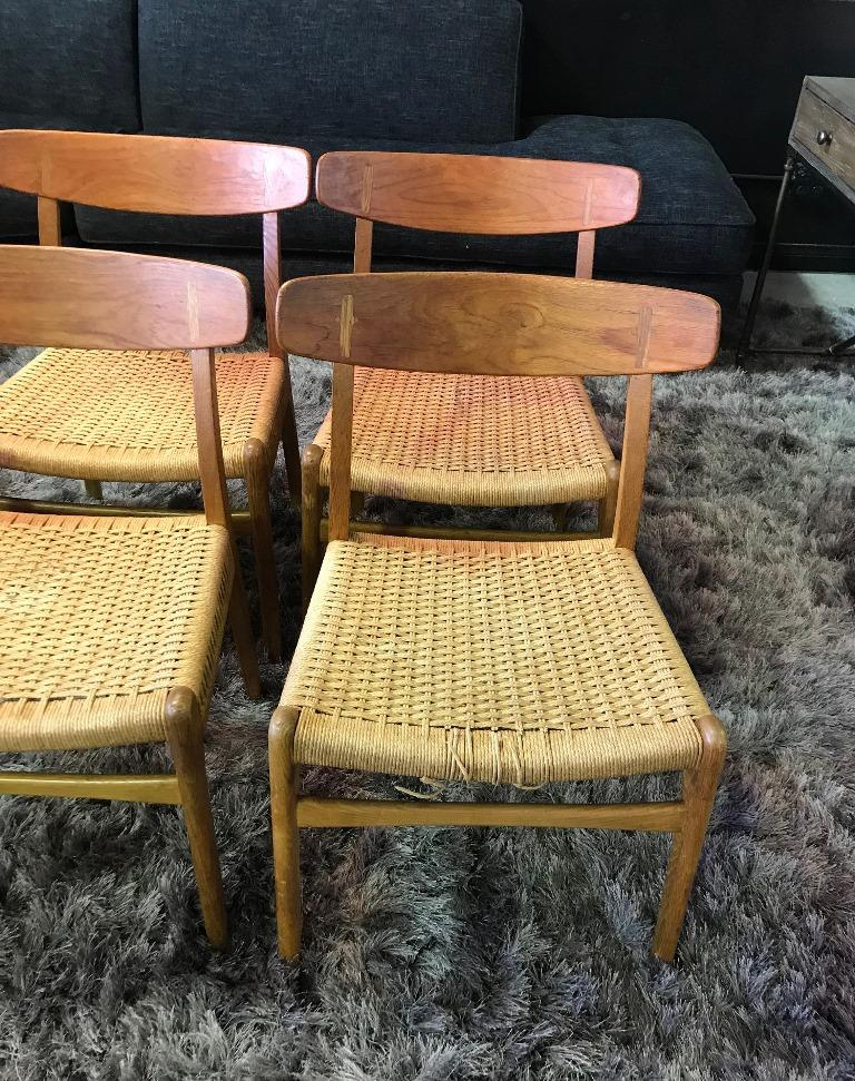 Hans Wegner Set of Four Mid-Century Modern Classic CH23 Dining Chairs In Good Condition For Sale In Studio City, CA