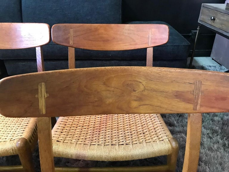Mid-20th Century Hans Wegner Set of Four Mid-Century Modern Classic CH23 Dining Chairs For Sale