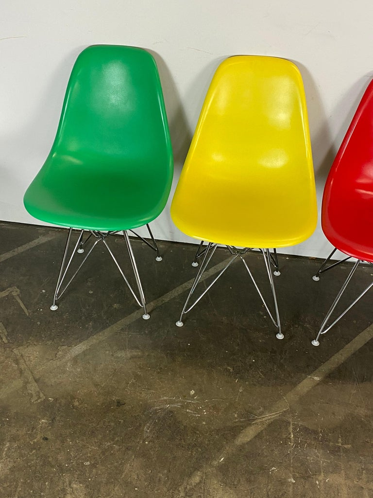 Set of Four Herman Miller Eames Dining Chairs In Good Condition For Sale In Brooklyn, NY