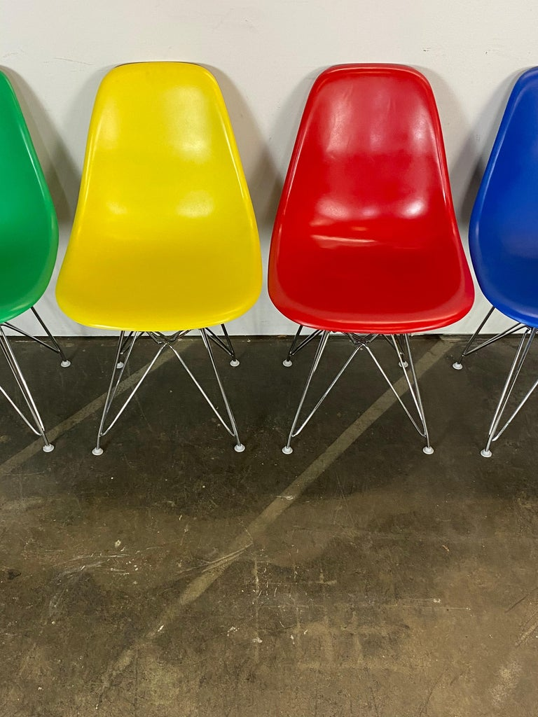 20th Century Set of Four Herman Miller Eames Dining Chairs For Sale