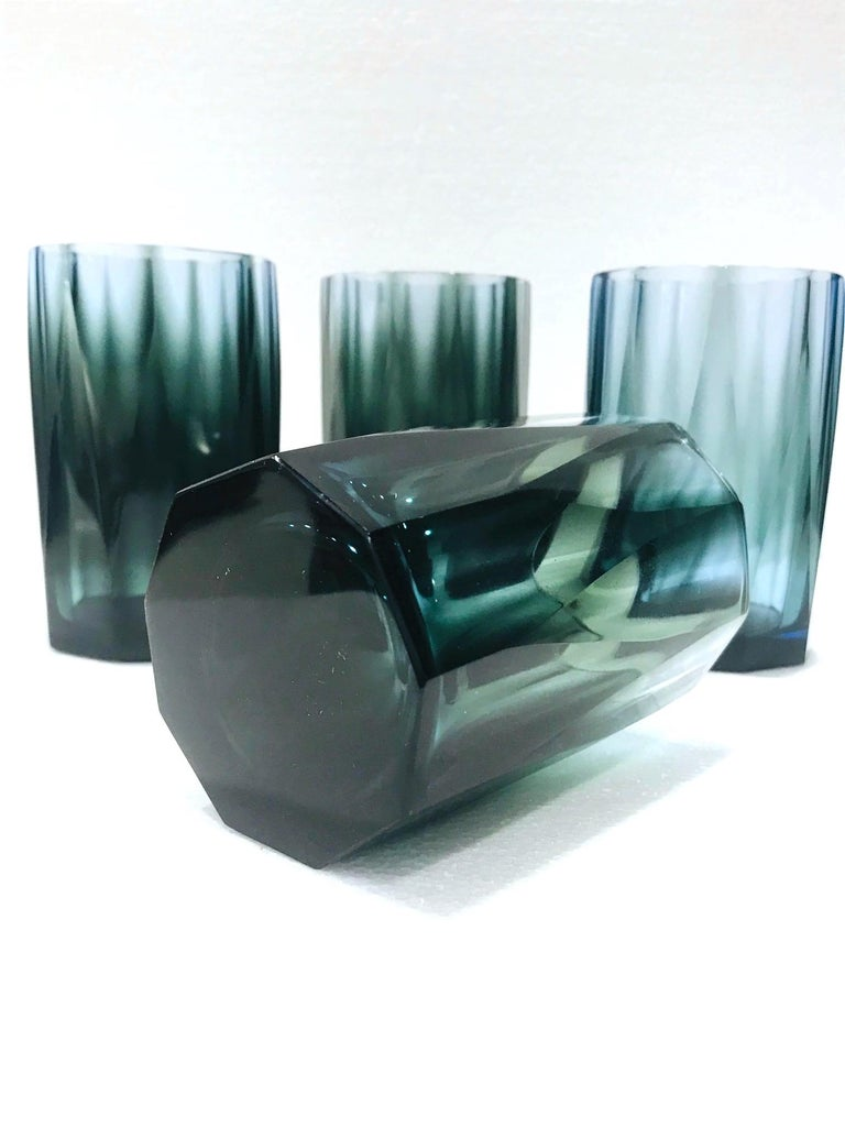 Set of Four Hollywood Regency Barware Glasses with Faceted Design in Blue-Grey For Sale 2