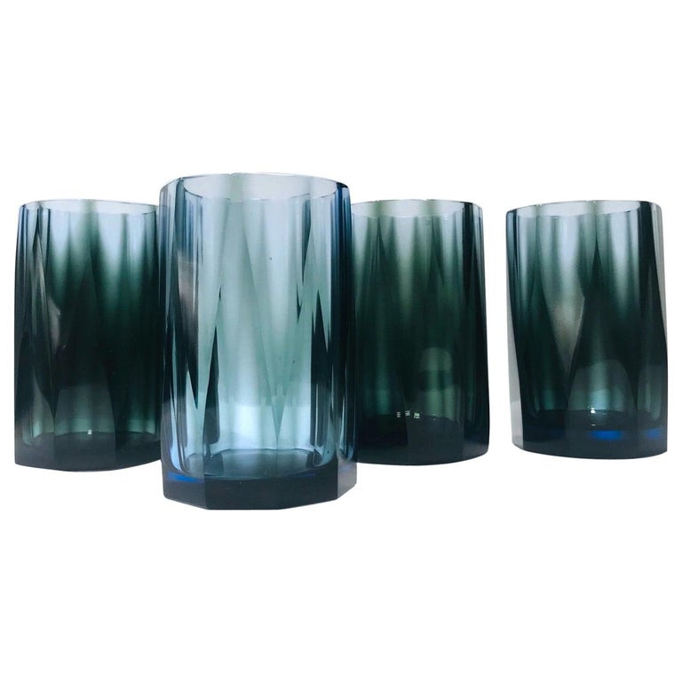 Set of Four Hollywood Regency Barware Glasses with Faceted Design in Blue-Grey For Sale