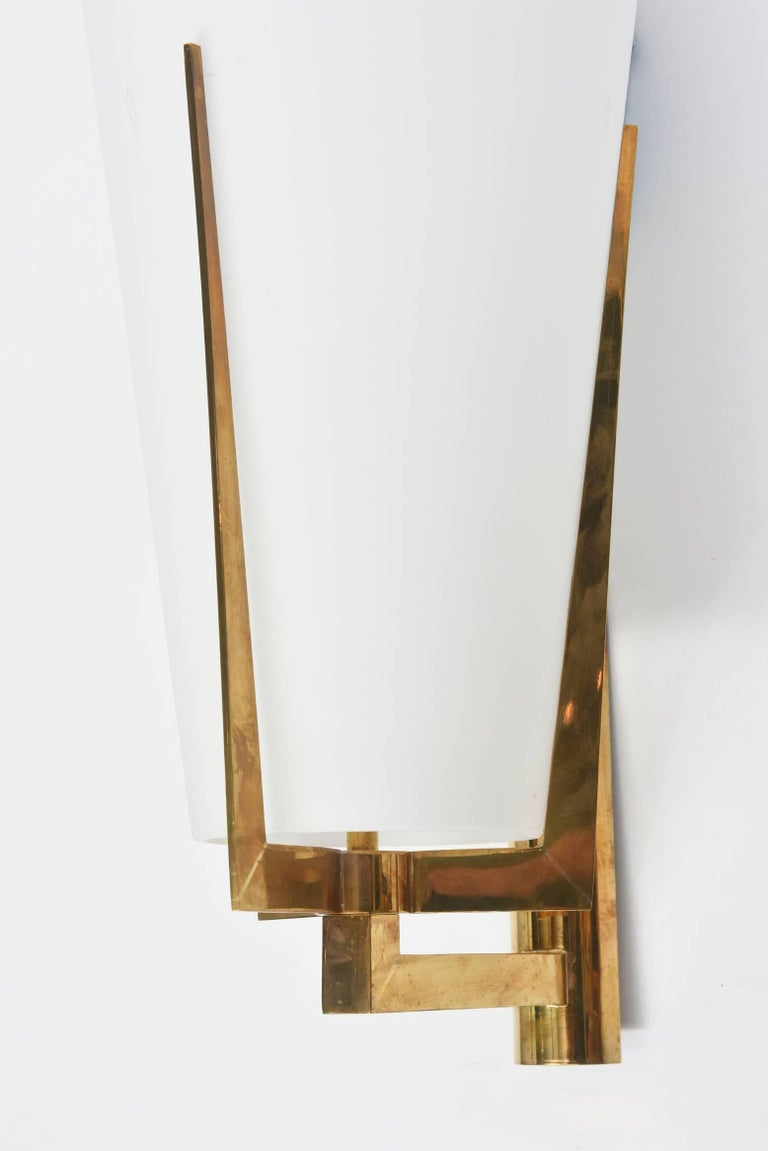 Set of Four Large Stilnovo Brass and Frosted Glass Wall Lights, Italy For Sale 2