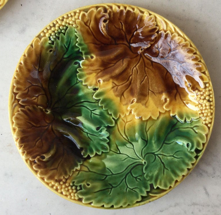 Country Set of Four Majolica Leaves Plates, circa 1890 For Sale