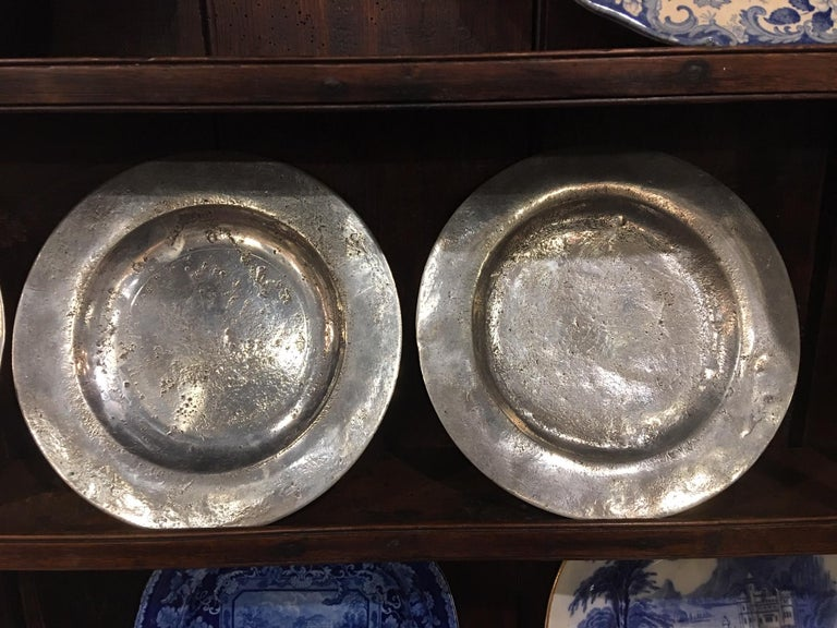 Set of Four Matched English Polished Pewter Plates, 18th Century For Sale 1