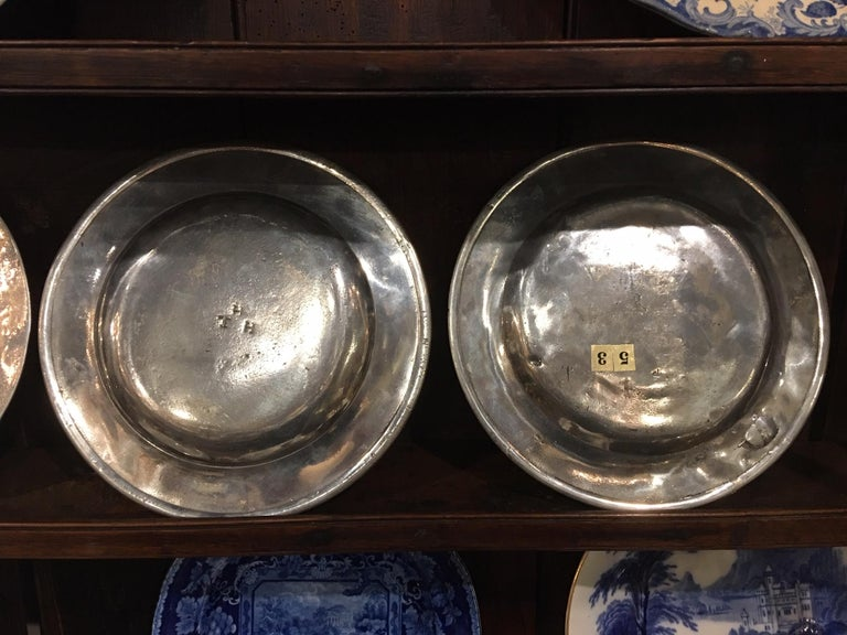 Set of Four Matched English Polished Pewter Plates, 18th Century For Sale 2