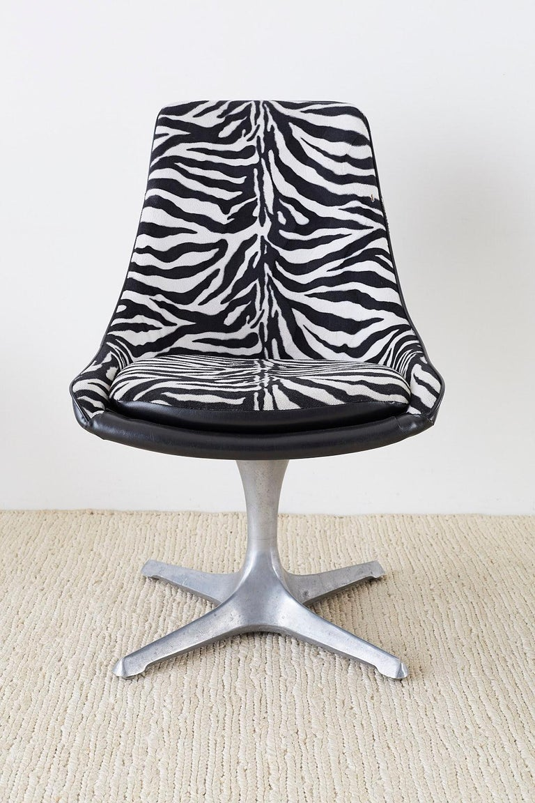 Set of Four Midcentury Chromcraft Zebra Swivel Dining Chairs In Good Condition For Sale In Oakland, CA