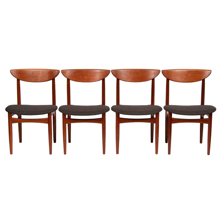 Set of Four Mid Century Danish Teak Dining Chairs By Dyrlund. For Sale
