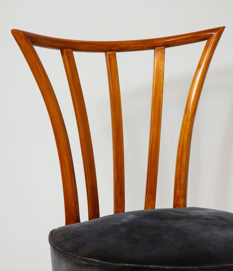 20th Century Set of Four Mid-Century Modern Chairs in the Manner of Robsjohn-Gibbings For Sale