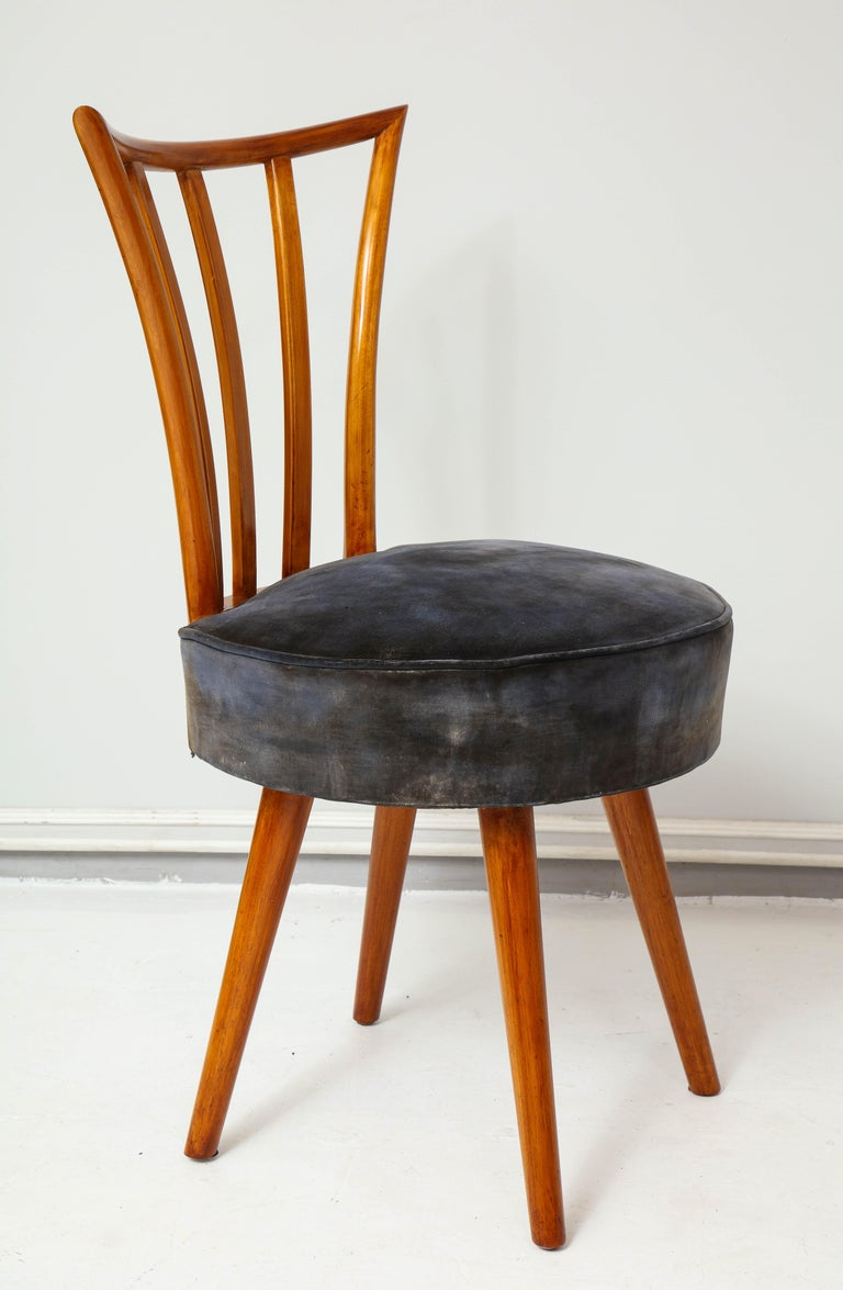 Walnut Set of Four Mid-Century Modern Chairs in the Manner of Robsjohn-Gibbings For Sale