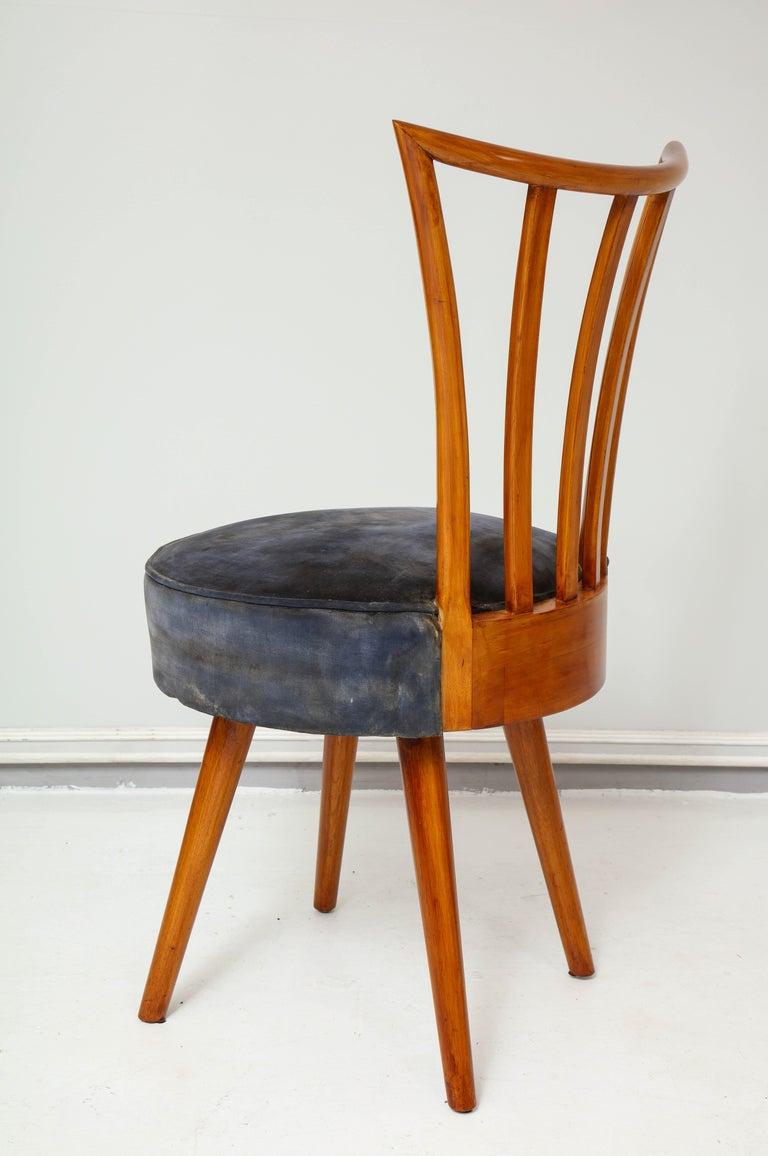 Set of Four Mid-Century Modern Chairs in the Manner of Robsjohn-Gibbings For Sale 3