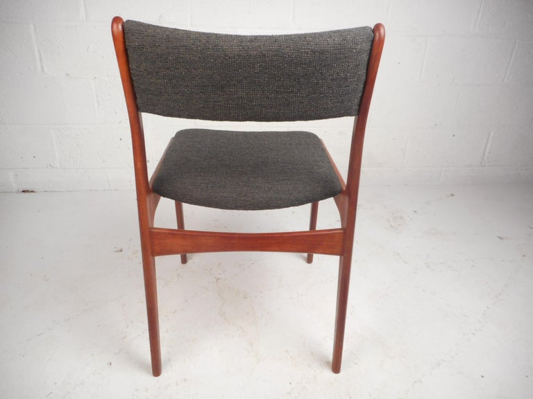 Set of Four Mid-Century Modern Danish Teak Dining Chairs In Good Condition For Sale In Brooklyn, NY