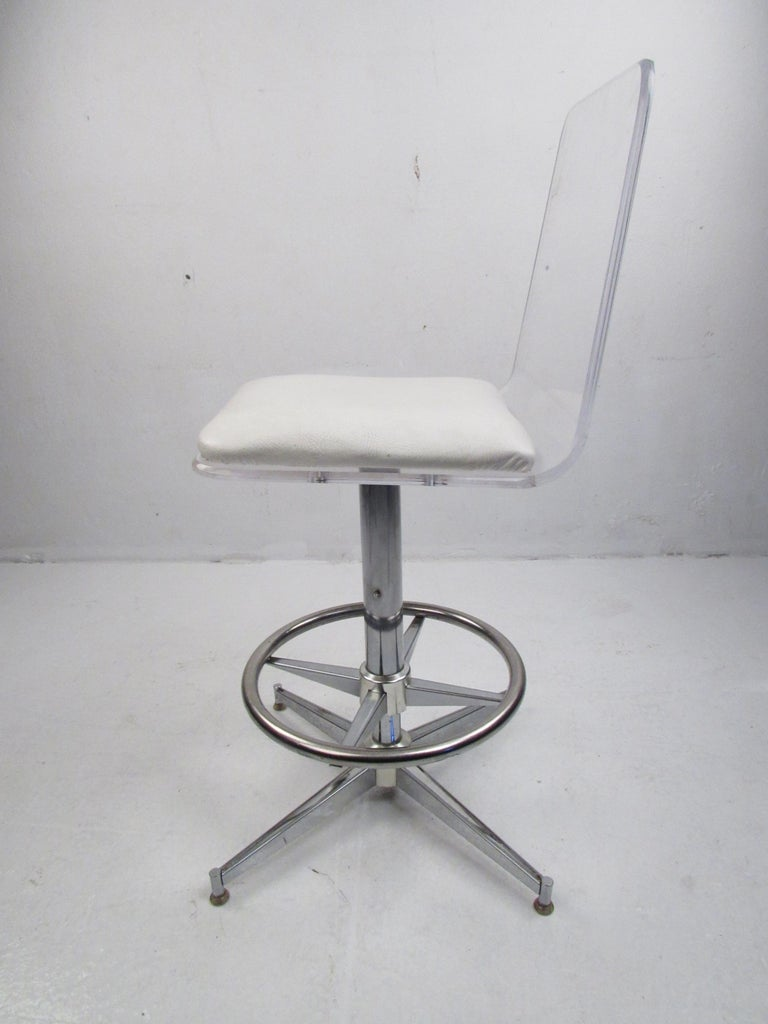 Set of Four Mid-Century Modern Lucite Swivel Bar Stools In Good Condition For Sale In Brooklyn, NY