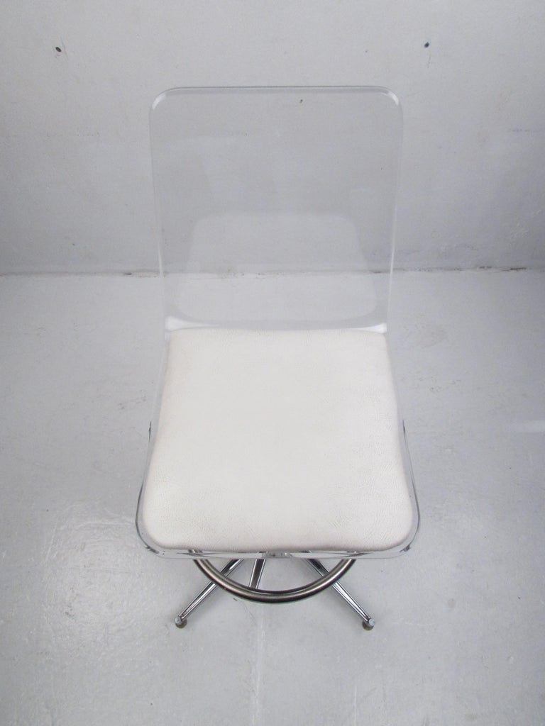 Late 20th Century Set of Four Mid-Century Modern Lucite Swivel Bar Stools For Sale