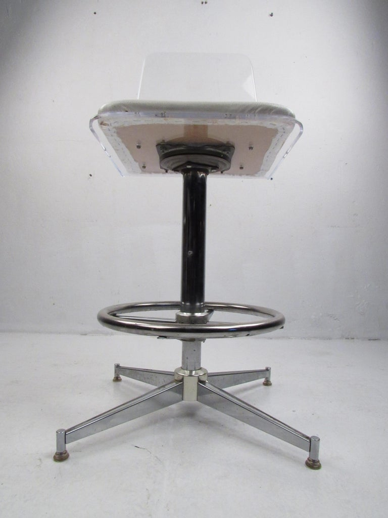 Metal Set of Four Mid-Century Modern Lucite Swivel Bar Stools For Sale