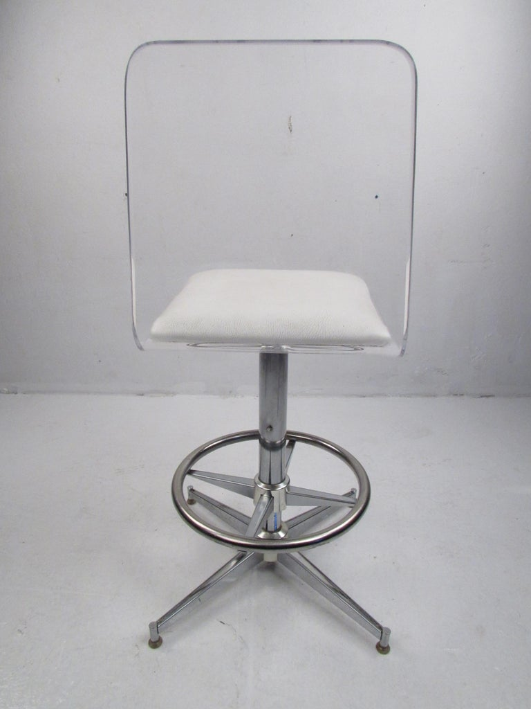Set of Four Mid-Century Modern Lucite Swivel Bar Stools For Sale 2